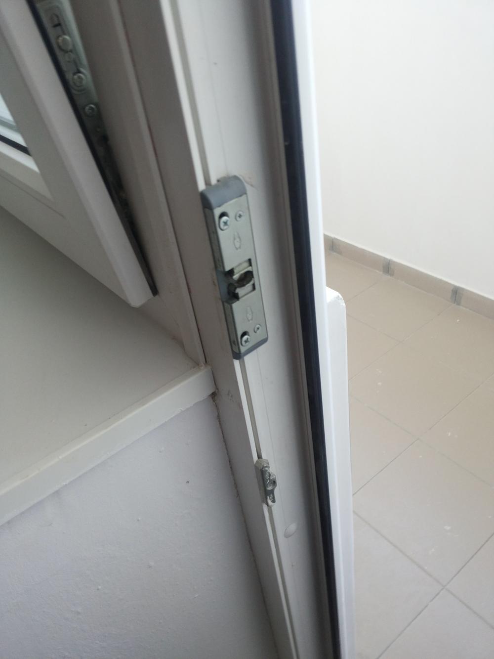 Балконная защелкамеханическая защелка для балконной двери..